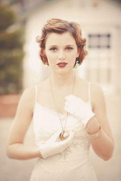 Mariée élégante  Idées coupes cheveux courts : http://designmag.fr/beaute/cheveux/coiffure-mariage-cheveux-courts.html