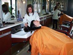 Bildergebnis für shampooing at salon Salon Style, Hair Shampoo, Curlers, Hairdresser, Cool Hairstyles, Hair Cuts, Hair Beauty, Stylists, Barber Chair