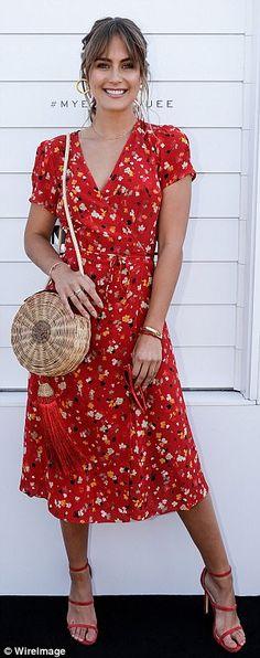 Steph Claire Smith rocked a summery Réalisation Par dress