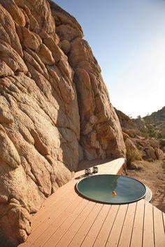 Besoin de fraîcheur : 12 idées pour une terrasse ombragée, conviviale et tendance !  http://www.novoceram.fr/blog/tendances-deco/12-idees-deco-terrasse-ombragee-conviviale #piscine #douche #minipiscine #terrasse #outdoor