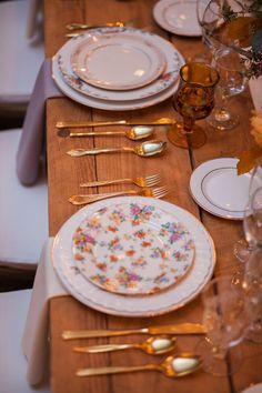 Farm table, floral china, gold flatware // Hannah Nicole Photography