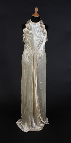 A Nina Ricci Cream Silk 1930s Wedding Dress