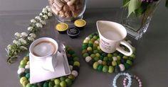 Unsere #Untersetzer passen einfach so richtig zur #Kaffeepause! Optimal um der #Küche eine farbliche Note zu verleihen. Mehr auf Sukhi.de