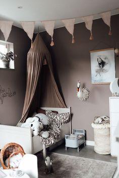 Ikea Girls Room, Girls Room Paint, Kids Bedroom, Beige Wall Paints, Beige Walls, Baby Barn, Cosy Room, Romantic Room, Bed Tent