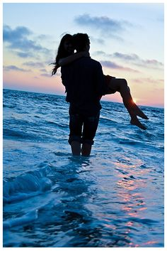 blue ocean love. Engagement Photoshoot. Photography. sunset Photography: Jessica Lee Thomas www.jessicaleethomas.com