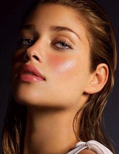 Ana Beatriz Barros ♥ Love her makeup look!