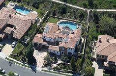 Kylie Jenner house in Calabasas, a few streets away from Kourtney so easily found in Google Maps 25420 Prado De Oro Calabasas, CA 91302, USA 34.134925, -118.679975