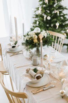 Wir träumen von einer weißen Weihnacht Natural Christmas, Christmas Mood, Dinning Table, Xmas Decorations, Table Settings, Wedding Inspiration, Furniture, Banners, Home Decor
