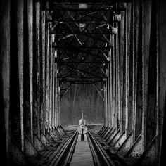"""DecoArt24.p Magiczne fotografie Sebastiana Łuczywo - """"Contrabass train"""" z albumu BW"""