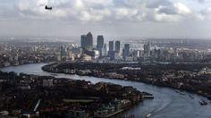 Blick auf das Finanzzentrum Canary Wharf in London