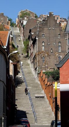 Bueren Mountain is not a real mountain. It is a 374 steps long staircase in Liège. The stairs were built in 1881 to allow soldiers on top of the hill to go down to the centre without having to walk through the dangerous alleys.
