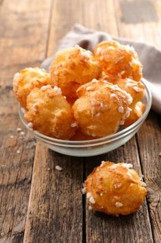 Chouquettes faciles et rapides Beignets, No Cook Desserts, Dessert Recipes, Best Oatmeal, Evening Meals, Nutritious Meals, Food Items, Sweet Recipes, Fast Recipes