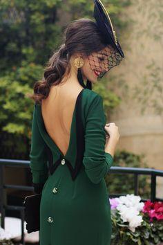 http://invitadaperfecta.es/invitadas/look-invitada-el-vestido-vintage-con-espalda/8287