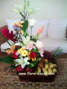 Floreria en Cancún | Arreglos frutales con flores, ideales para celebrar o agradecer cualquier ocasión.  www.floreriazazil.com #Fruits&flowersbaskets #cancunflorist #floreriascancun #floreriacancun #floreriazazil Info: ventas@floreriazazil.com