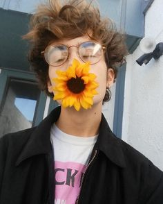 pretty boys and sunflowers Beautiful Boys, Pretty Boys, Beautiful People, Aesthetic People, Aesthetic Boy, Fred Instagram, Amazing Photography, Portrait Photography, Photography Magazine