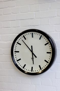 Large+Mid+Century+Bakelite+Industrial+Clock+By+Pragotron+Circa+1950
