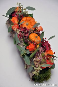 Fall Arrangements, Beautiful Flower Arrangements, Fall Deco, Autumn Decorating, Deco Floral, Autumn Crafts, Nature Decor, Fall Flowers, Floral Centerpieces
