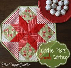 """Free Quilt Pattern: The Cookie Plate Crumb Catcher.This free quilt pattern is called """"The Cookie Plate Crumb Catcher"""". Thanks to The Crafty Quilter for posting it. Christmas Quilting Projects, Christmas Quilt Patterns, Christmas Sewing, Noel Christmas, Xmas, Purple Christmas, Coastal Christmas, Christmas Fabric, Christmas Crafts"""