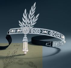 The diamond and pearl Savoy headpiece by Tiffany & Co., as worn by actress Carey Mulligan (Daisy Buchanan) in The Great Gatsby movie. The headpiece includes a detachable brooch and 25.04 carats of round brilliant diamonds.