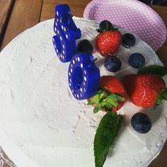 Jelena - Celebrating 50th birthday  of a friend with a cake from #ayearofcake book @clandestinecake #camden