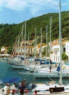 Kefalonia Places In Greece, Greece Islands, Mandolin, Beautiful Islands, Travel Ideas, Night Life, Jewel, Travel Destinations, Sailing