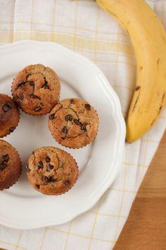 muffins chocolat banane un peu plus sains (pas de beurre, pas de sucre raffiné, pas d'huile) -- healthier chocolate chip banana muffins (no butter, no refined sugar, no oil)