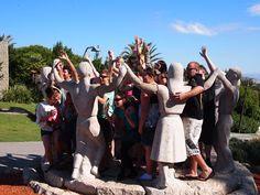 스페인 바르셀로나에서 처음에는 몇명만 동상을 따라하다가 나중에 이렇게 단체로 재미있는 사진을 찍었습니다!!! 컨티키 친구들과 함께 재미있는 연출사진 한장쯤 남기는것 절대 잊지 마세요!!^^