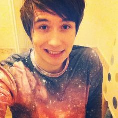 This is my favorite picture of Dan Howell. EVER. Holy crap, he's hot...