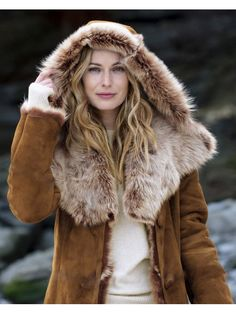 【Clearance Sale💥Shipped Within 24h】Hooded Toscana Coat - inkshe.com Boho Fashion, Winter Fashion, Long Hooded Coat, Sheepskin Coat, Winter Mode, Shearling Coat, Outerwear Women, British Style, Covered Buttons