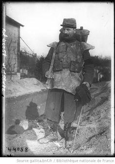 En tenue de guerrier [Soldat français équipé] : [photographie de presse] / [Agence Rol] - 1