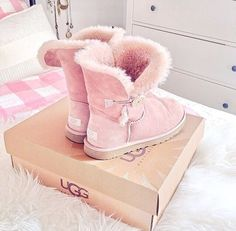❄Winter Pink Whispers❄ Check our selection UGG articles in our shop!