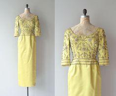 Dernière robe calife  Vintage des années 1960 perles par DearGolden                                                                                                                                                      Plus