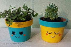 Idea Of Making Plant Pots At Home // Flower Pots From Cement Marbles // Home Decoration Ideas – Top Soop Flower Pot Art, Flower Pot Design, Flower Pot Crafts, Clay Pot Crafts, Painted Plant Pots, Painted Flower Pots, Pots D'argile, Flower Pot People, Decorated Flower Pots