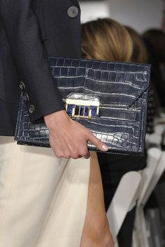 See every last detail from shoes and jewels, to bags and belts, from the Oscar de la Renta Spring 2013 Ready-to-Wear show. Stylish Handbags, Cute Handbags, Dali, Handbag Accessories, Fashion Accessories, Glamorous Chic Life, Magic Bag, Spring, Best Bags