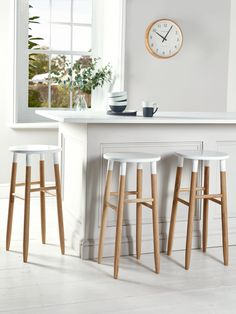 Carefully handcrafted from sustainable oak, our contemporary round topped stool features visible wood grain details, making each stool completely unique. Each has a soft white top with gentle, rounded edges. Suitable for seating around a breakfast bar or as a standalone seat, this stylish stool features gently angled rounded legs and four decorative rungs.