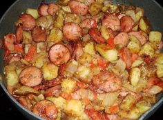 Skillet Potatoes & Smoked Sausage Ingredients 2 large russet potatoes, cut into cubes…… 14 oz. smoked sausage, thinly sliced 1 small onion, chopped c. Potato Dishes, Potato Recipes, Pork Recipes, Food Dishes, Cooking Recipes, Main Dishes, Side Dishes, Easy Recipes, Sausages