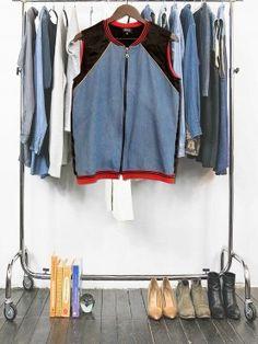 Bombers sans manches dont le dos a été coupé dans un kimono japonais, le devant a été fait avec des chutes de chemises denim léger et les bords côtes appartenaient à des débardeurs de basket américain vintage. UNe association unique pour un produit unique !
