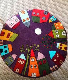 تعليم Pottery Painting Designs, Paint Designs, Felt Crafts, Diy And Crafts, Arts And Crafts, Wool Applique, Applique Quilts, Painted Stools, Wood Painting Art
