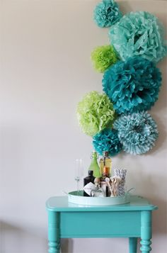 diy paper pom backdrop by the sweetest occasion via http://su.pr/2zPPHm
