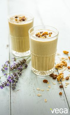 Feeling stressed? Instead of turning to a bag of cookies, whip up a nutrient dense protein-packed Oatmeal Cookie Smoothie.