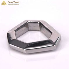 This polygon forged d ring is well made and polished to a silver sheen, it can tolerate great tension. Its main material is zinc alloy, and it can resist to corrosion.  Our d rings can be customized, including sizes, colors, shapes, materials, etc. Detail Picture