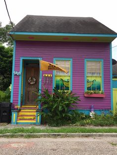It hurts my eyes. New Orleans cottage in uptown Shotgun House, New Orleans Homes, Vignettes, Cottage, Cabin, House Styles, Outdoor Decor, Home Decor, Mandalas