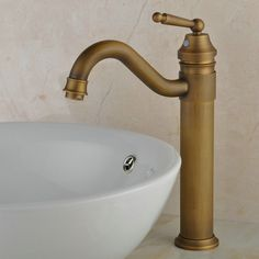 classique antique bronze finition salle de bains robinet d'évier R0404AH http://www.robinetfr.com/index.php?main_page=product_info&cPath=2_11&products_id=527