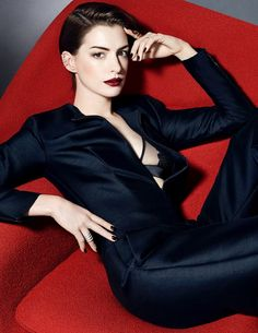 Anne Hathaway - Photoshoot for Elle Magazine (UK) November 2014 Issue, Anne Hathaway Style, Outfits and Clothes. Anne Hathaway Fotos, Actriz Anne Hathaway, Anne Hathaway Style, Beautiful People, Most Beautiful, Beautiful Women, Gorgeous Girl, Anne Jacqueline Hathaway, Anne Hattaway
