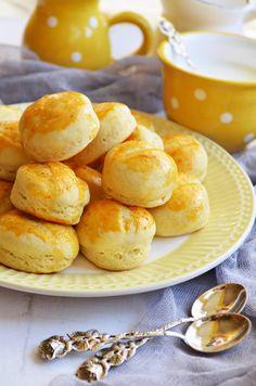 A tökéletes bögrés krumplis pogácsa (kelesztés nélkül!)   Rupáner-konyha Pretzel Bites, Cake Cookies, Side Dishes, Bread, Meals, Baking, Food, Cakes, Drink