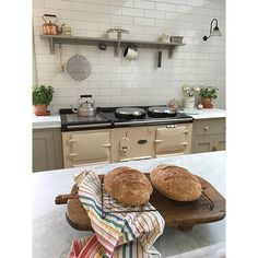 Now I have a fabulous Aga in my lovely new kitchen, our guests find homemade bread in their welcome basket, too ☺️ #homemade #AGA #agaliving #agabaking #lilaccottage #devol #countrykitchen