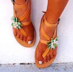 Genuine leather sandals decorated with flower von MabuByMariaBk