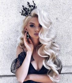 15 Gorgeous and Sexy New Year Hairstyles : Hair Inspiration for New 2019 It is sure that you'll get a great New Year hairstyle for your hair where it is short, long, medium, curly, Wavy and silky in our 15 Gorgeous and Sexy New Year Hairstyles. Romantic Hairstyles, Pretty Hairstyles, Wedding Hairstyles For Long Hair, Platinum Blonde Hairstyles, Long Hair Curled Hairstyles, Volume Hairstyles, Bride Hairstyles For Long Hair, Model Hairstyles, Big Wedding Hair