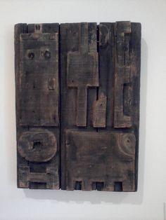 Construcción con animal (Francisco Matto) Abstract Sculpture, Wood Sculpture, Abstract Art, Wood Stool, Geometric Art, Figurative Art, Wood Carving, Mixed Media Art, Wood Art