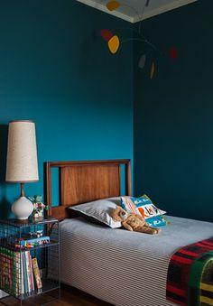OUTER SUNSET — CHRISTY ALLEN DESIGNS, modern kids bedroom, colorful kids bedroom, mid-century modern, dark blue walls